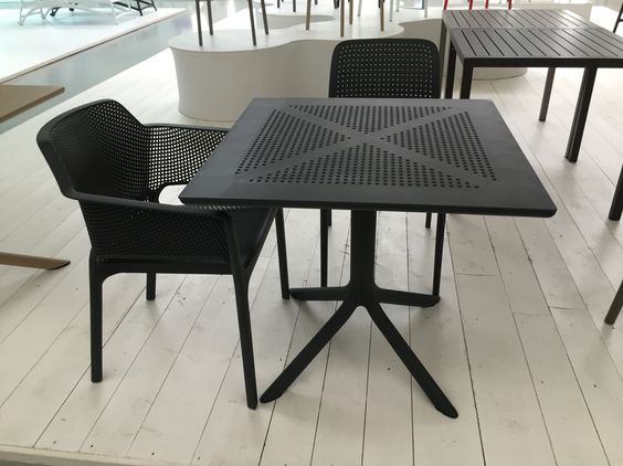 Clip Table Net Chair and Bora Chair