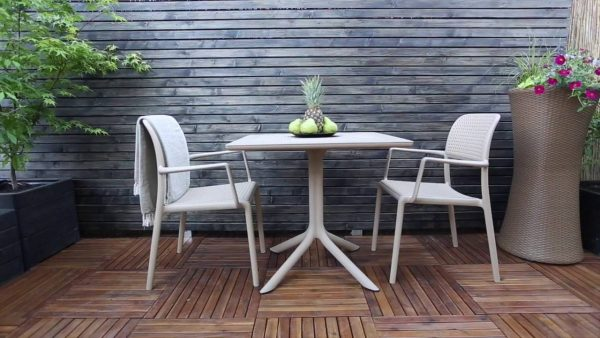 Clip Table and Bora Chairs in White