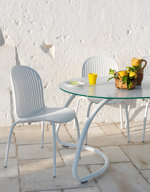 Loto Outdoor Dining Set – White (Close up)