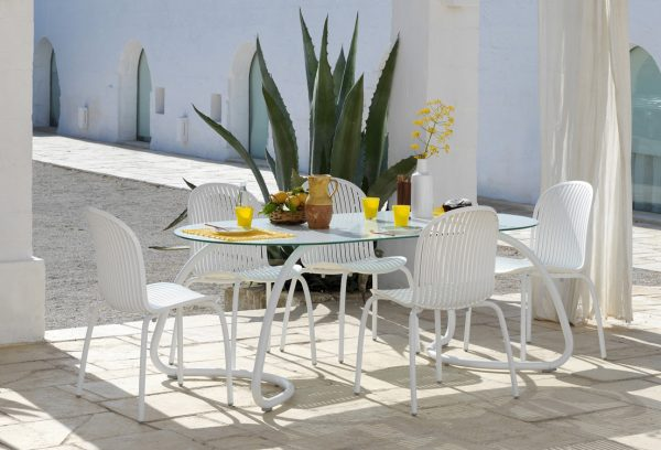 Loto Outdoor Dining Set on Patio – White (Loto 190 with Ninfea Chairs)