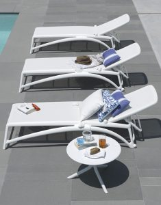 Spritz Coffee Table & Atlantico Sun Loungers - White