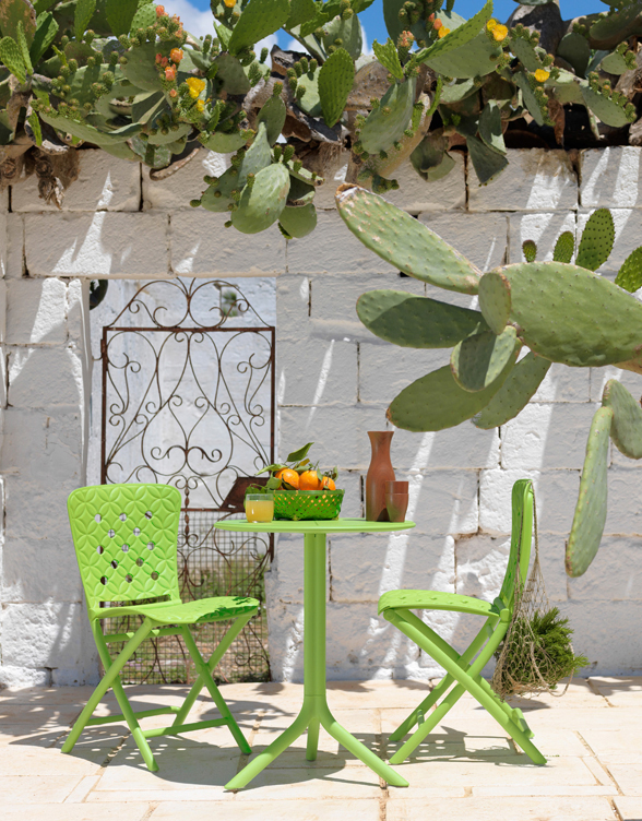 Spritz Table & Zac Spring Chairs on Patio – Lime Green